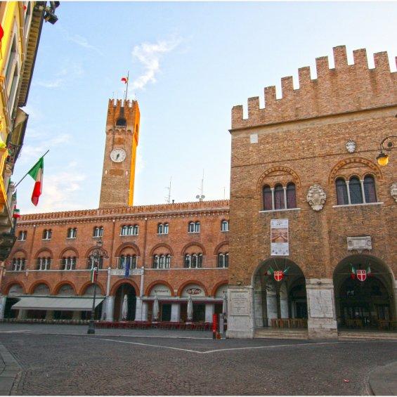 Piazza dei Signori e Palazzo dei Trecento, Treviso, Italia