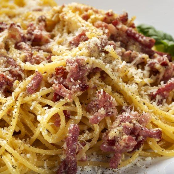 Spaghetti alla carbonara con pecorino romano