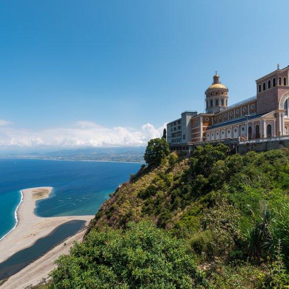 Santuario e spiaggio di Tindari, Provincia di Messina, Sicilia, Italia